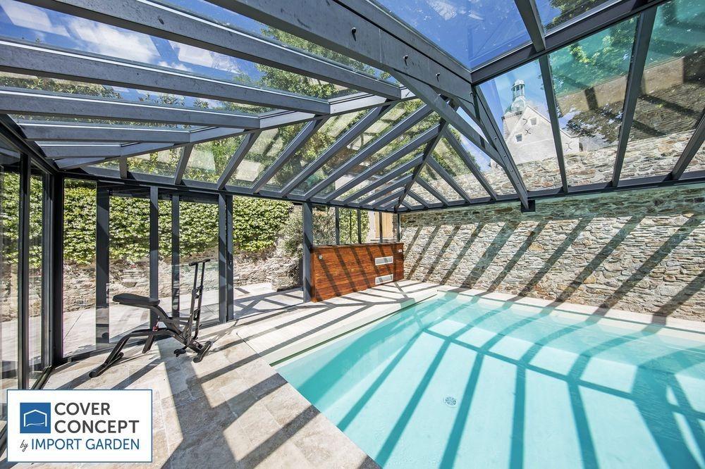 Une véranda de piscine avec portes coulissantes pour une aération parfaite !