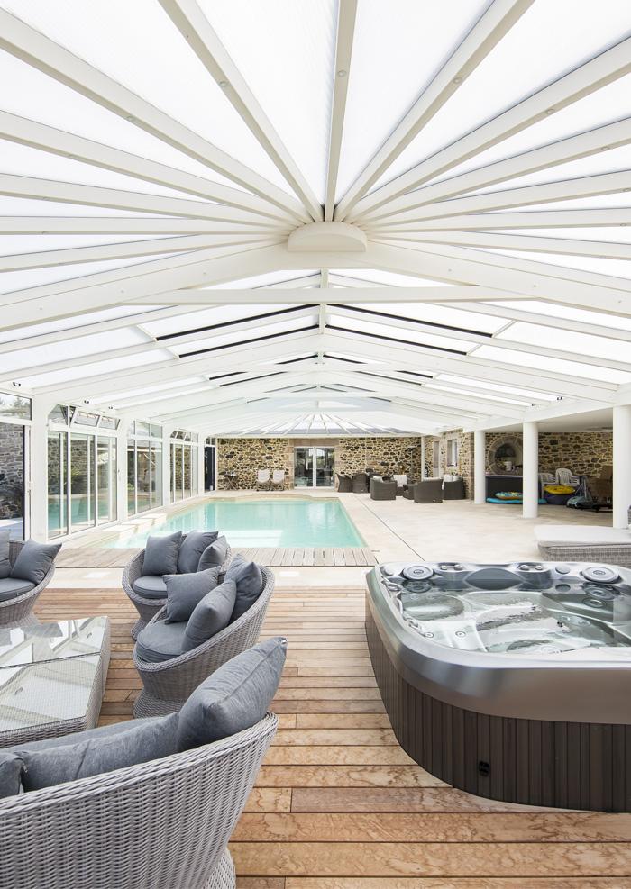 Design pure pour cette véranda pour piscine Cover Concept
