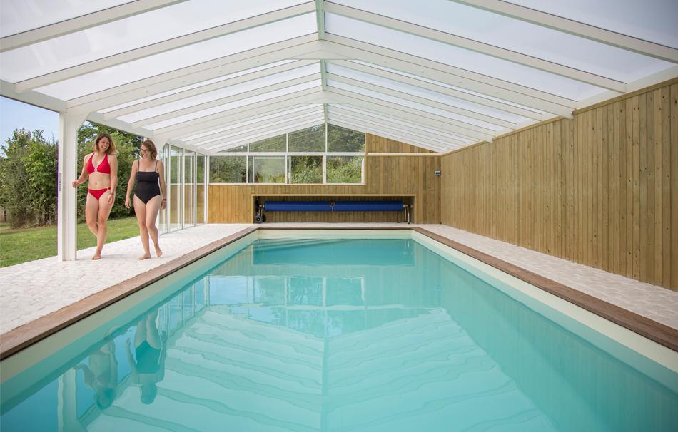 Nagez en toute sérénité sous une véranda pour piscine
