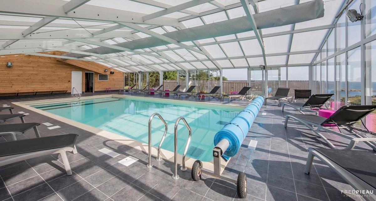 Une piscine accessible toute l'année au VVF Villages