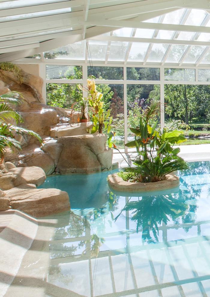 Design harmonieux d 39 une piscine int rieure sous v randa for Piscine design concept