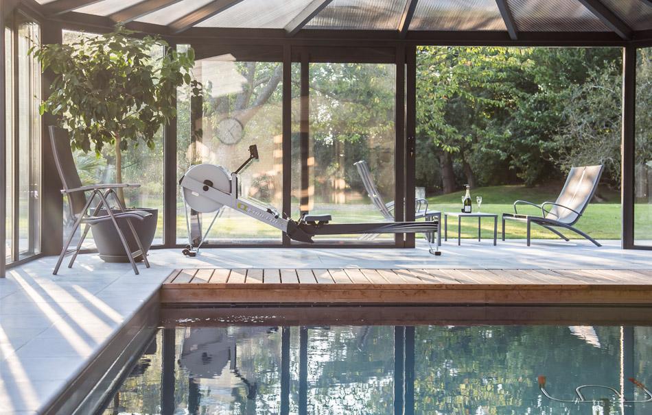 Piscine intérieure sous véranda Cover Concept by Import Garden