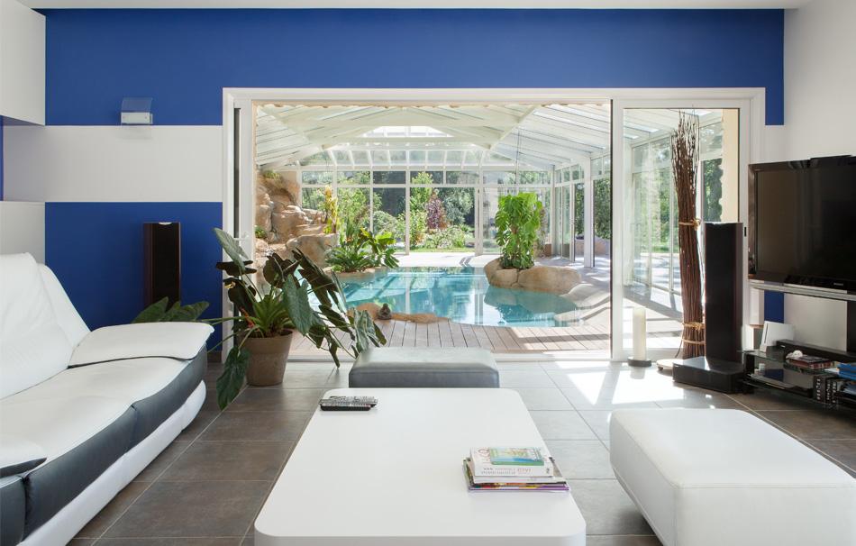 Piscine oasis sous véranda Cover Concept by Import Garden