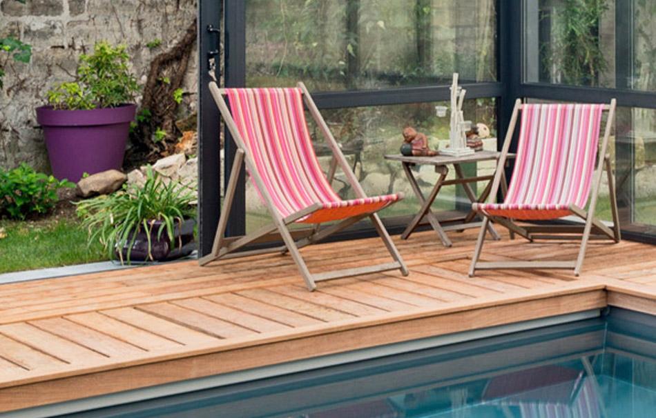 Plage en bois : piscine sous véranda Cover Concept by Import Garden