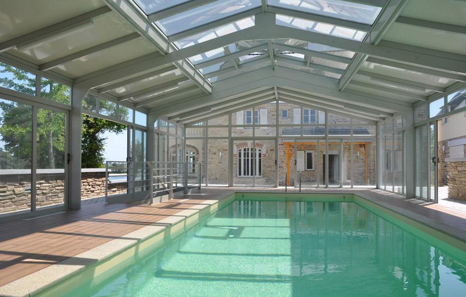Intérieur véranda pour piscine avec toiture mixte