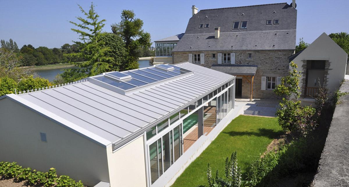 Véranda pour piscine architecture harmonieuse
