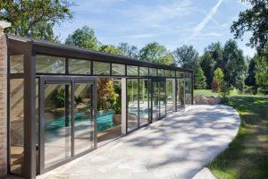 Véranda pour piscine en Bourgogne : Cover Concept by Import Garden