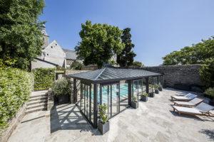 Véranda pour piscine de luxe