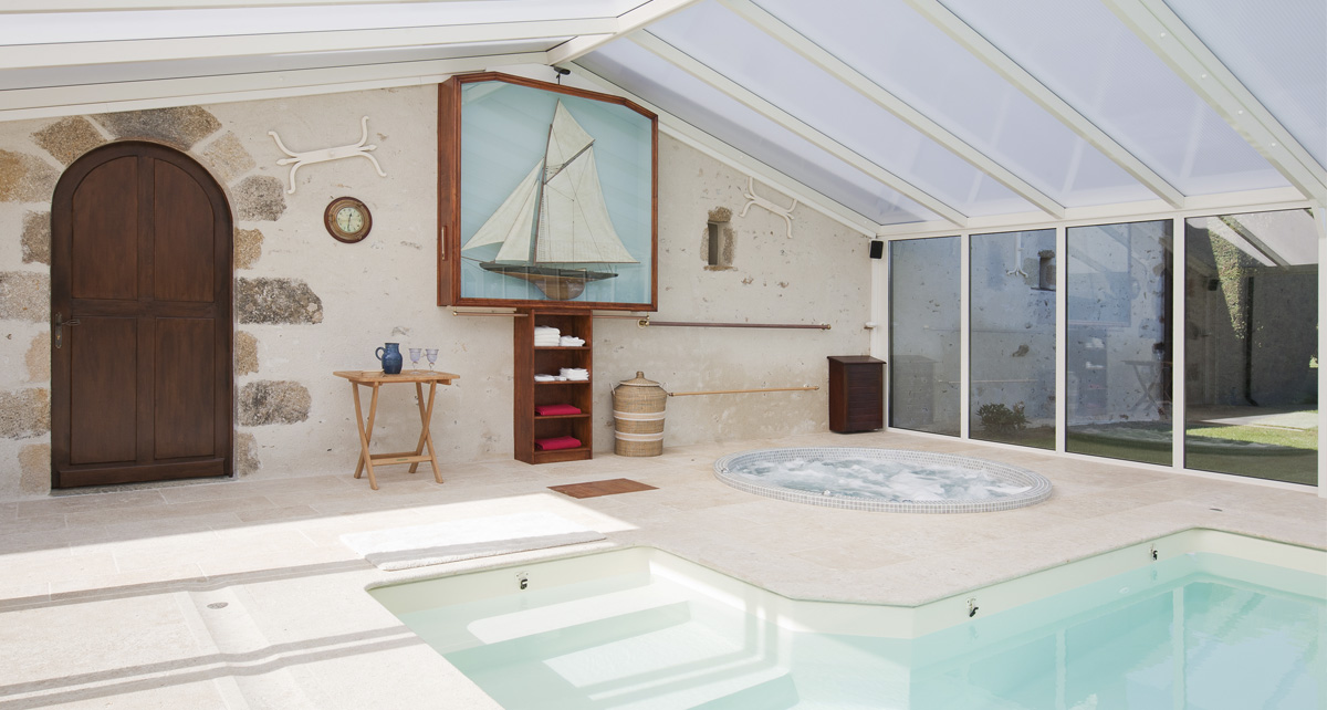 veranda-piscine-design-interieur-cover-concept