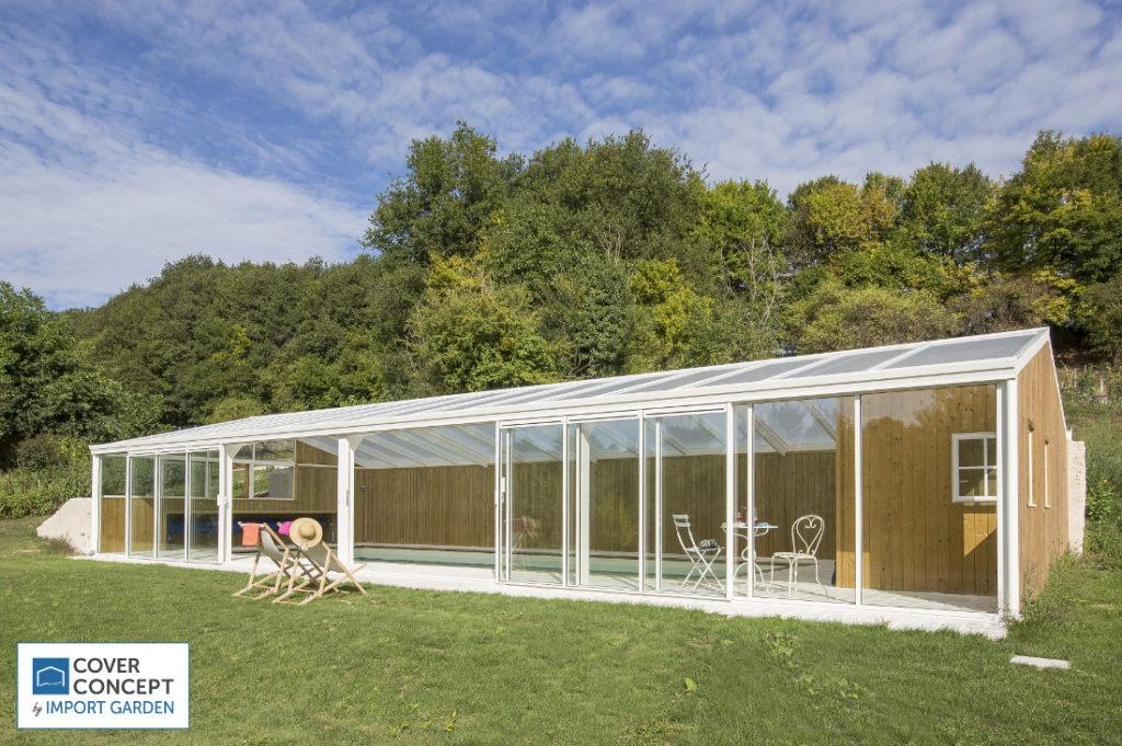Une véranda pour une piscine indépendante de la maison par Cover Concept