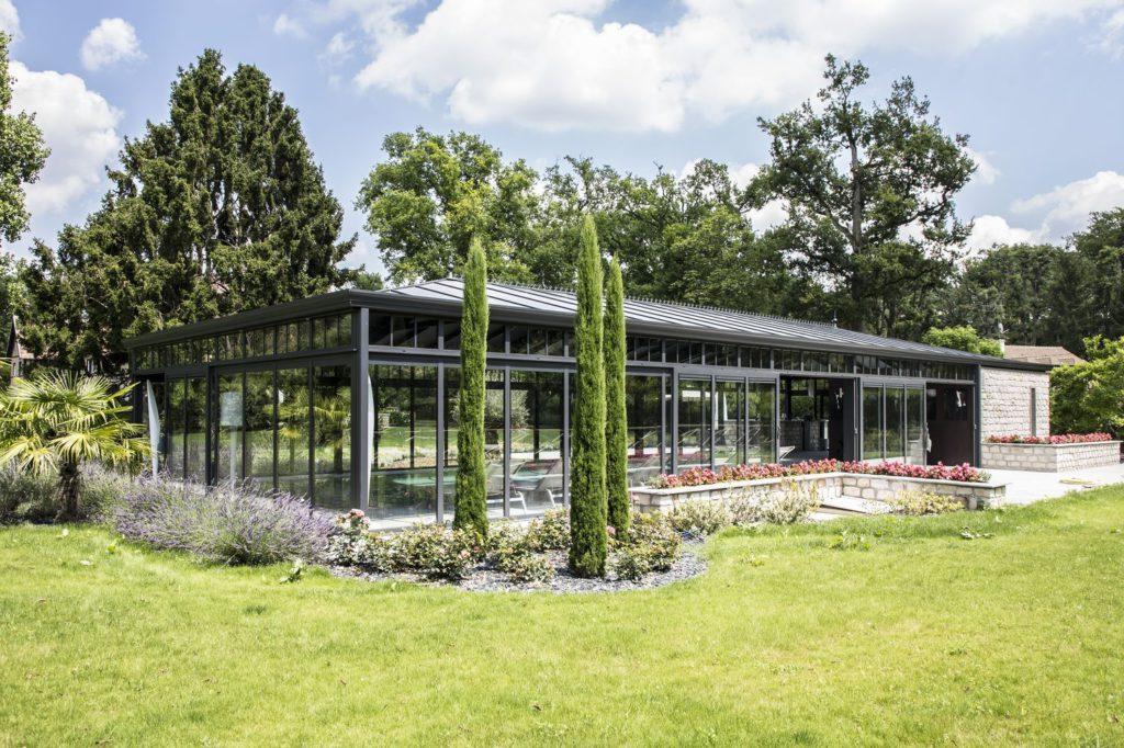 grande-veranda-haut-de-gamme-Cover-Concept-sur-piscine