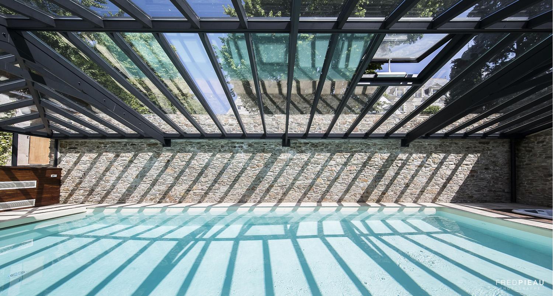 Toiture de véranda en double vitrage pour piscine intégrant une lucarne de ventilation Cover Concept