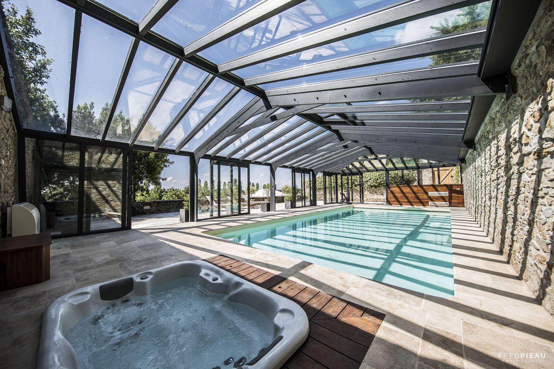 Piscine et spa sous véranda pour piscines complètement vitrée