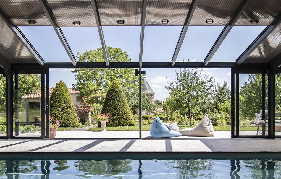 Toit de véranda ouvrant : votre couverture piscine coulissante