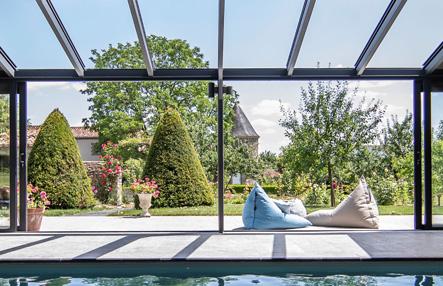 Toiture ouverte d'une véranda pour piscine