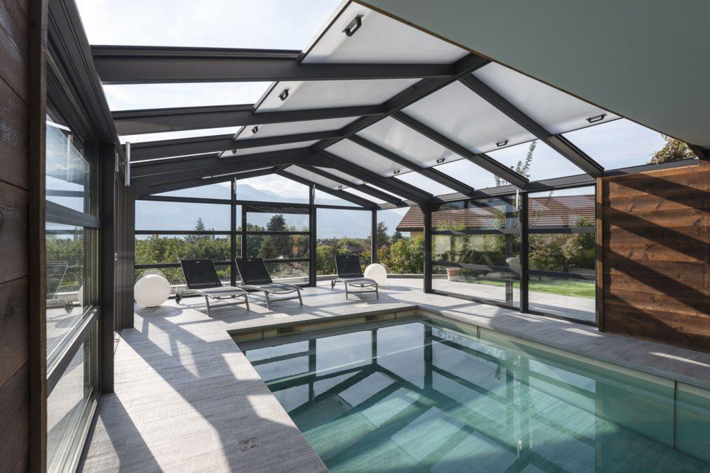 v randa pour piscine avec toit ouvrant en polycarbonate. Black Bedroom Furniture Sets. Home Design Ideas