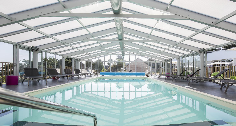 Grande vérande pour piscine accessible au public