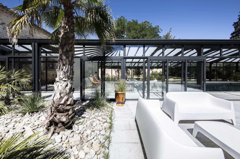 Soleil donnant sur la terrasse et la véranda pour piscine