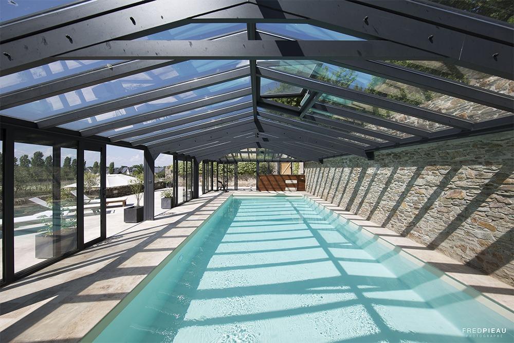 Véranda pour piscine avec toit ouvrant en verre