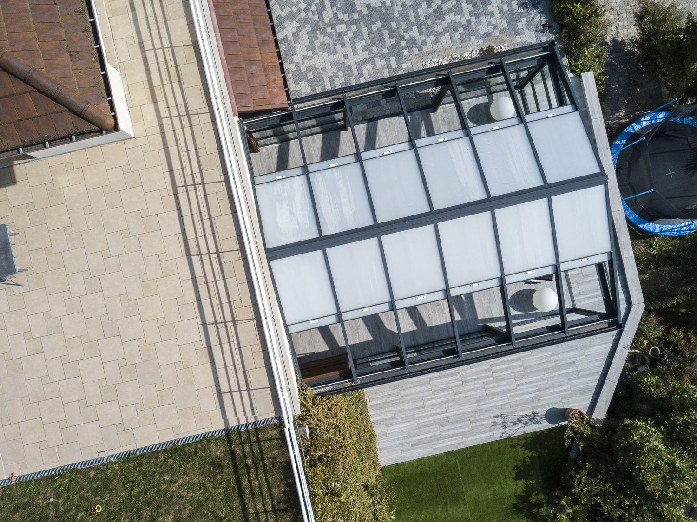 Vue toit ouvrant de la véranda piscine avec un drone