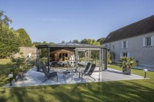 Centre de balnéothérapie sous véranda pour piscine Cover Concept by Import Garden
