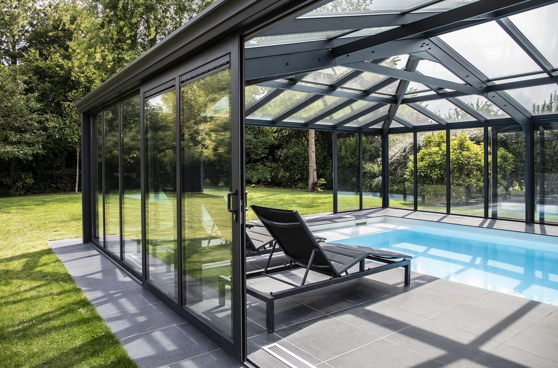 Véranda pour piscine entièrement vitrée