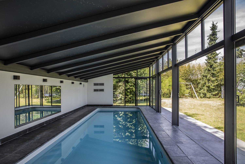 Véranda pour piscine avec toit opaque