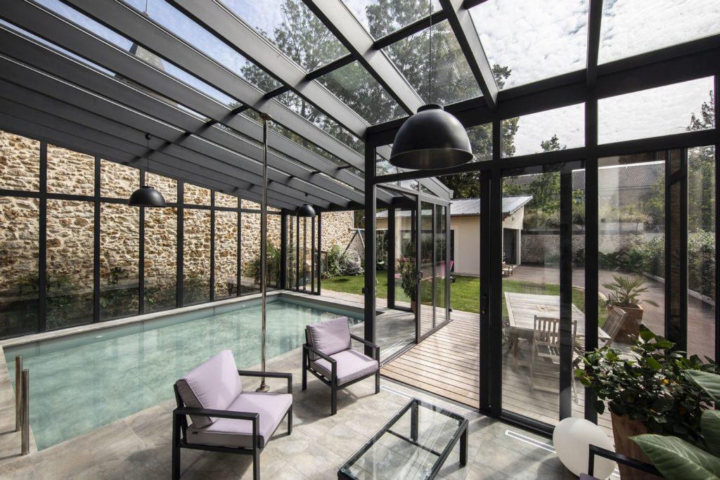 Véranda piscine en centre-ville en Essonne