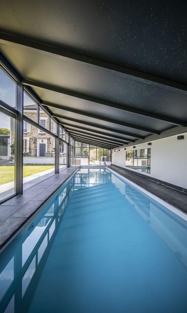 Piscine couloir de nage sous véranda