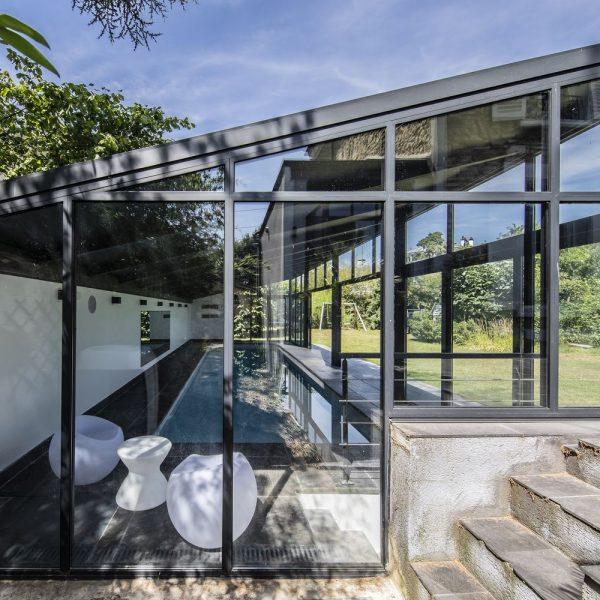 Profilés aluminium ultra fins de véranda sur mesure pour piscines