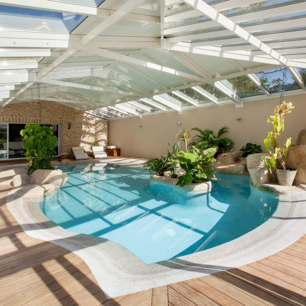 Véranda pour piscine sur mesure pour une piscine d'exception