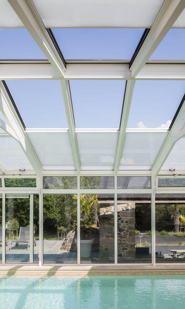 Ouverture de la toiture de la véranda pour piscine
