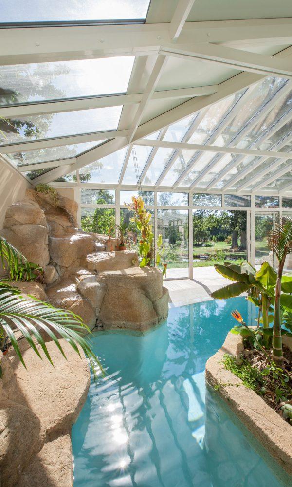 Grande toiture mixte avec double vitrage et panneaux sandwich