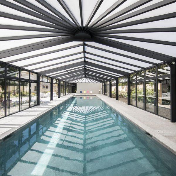 Couloir de nage toute l'année grâce à la véranda pour piscine