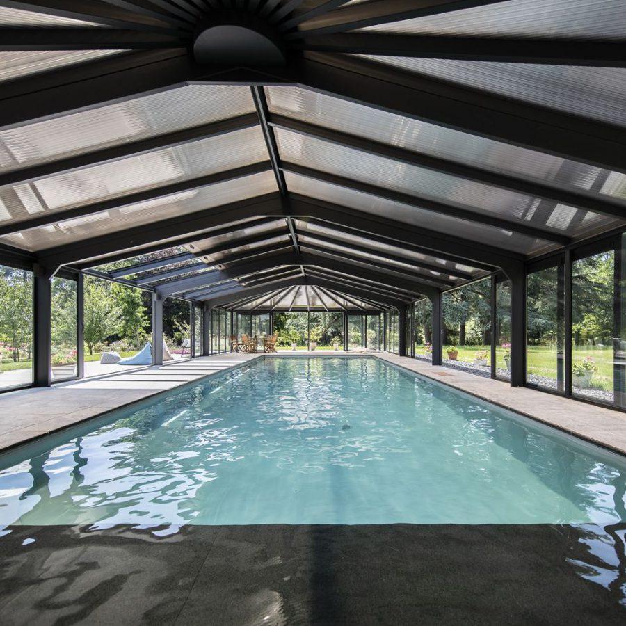 Véranda pour piscine robuste et haut de gamme