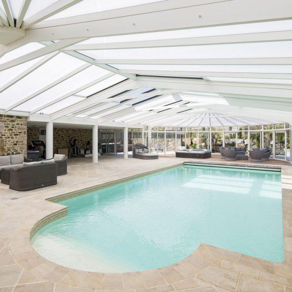 Véranda pour piscine avec salle fitness