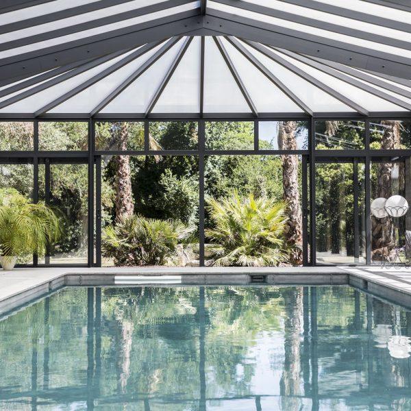 Ouverture de la véranda pour piscine sur la nature