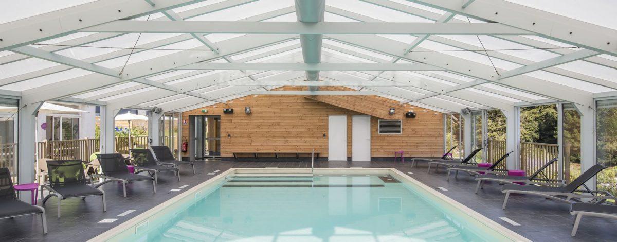 Ferme de toit renforcée pour une véranda pour piscine de très grande dimension